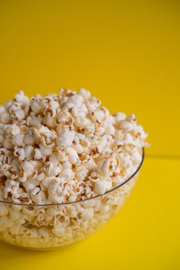 Popcorn in una ciotola immagine stock libera da diritti