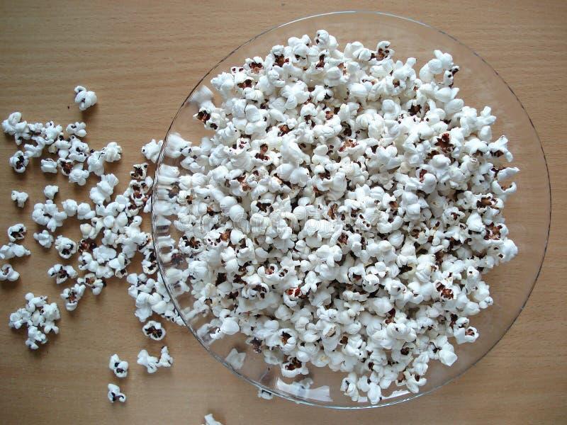 Popcorn in una ciotola, vista superiore fotografia stock