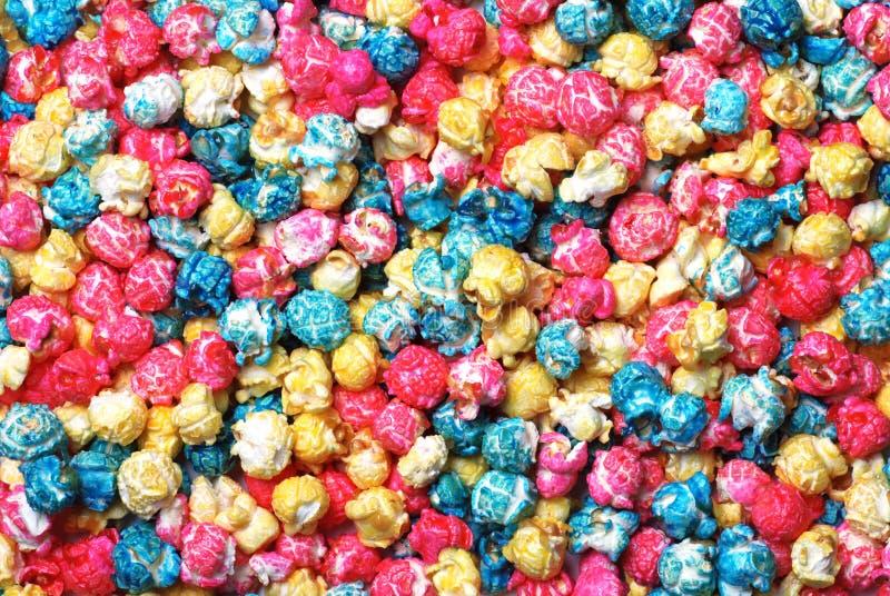 Popcorn variopinto della caramella che fa una priorità bassa immagini stock libere da diritti