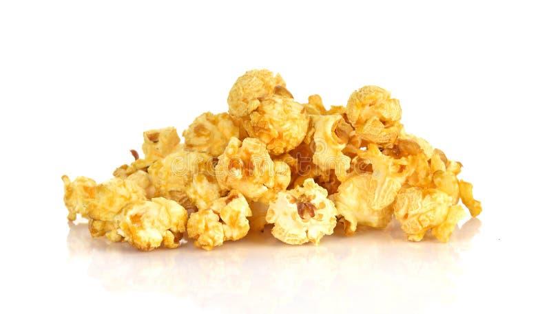 Popcorns op witte achtergrond wordt geïsoleerd die stock foto