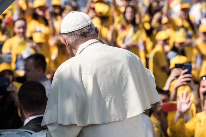Pope Francis b?ogos?awi? wiernego zdjęcie royalty free