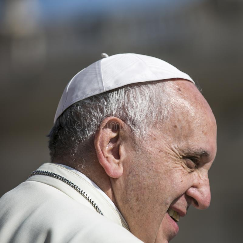 Pope Francis podczas tygodniowej ceremonii w watykanie zdjęcia stock