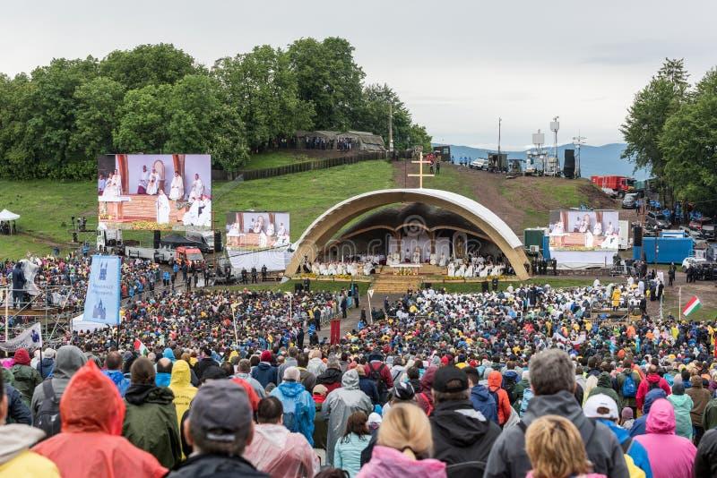 Pope Francis w historycznej pierwszy wizycie w Transylvania obraz stock