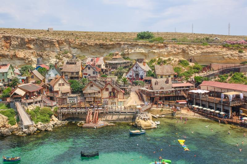 Popeye-dorp op een zonnige dag Bekende attractie en openluchtmuseum op Malta-eiland Zomerlandschap royalty-vrije stock afbeelding