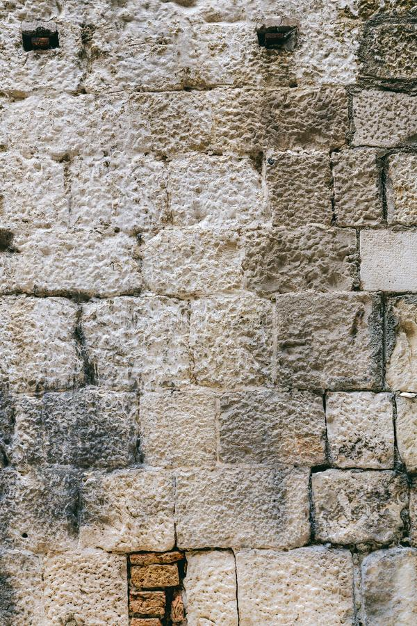 Popielatego sześcianu kamienna ściana zdjęcie royalty free