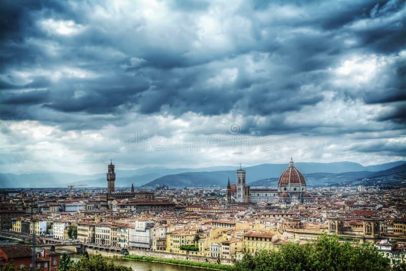 Popielaty niebo nad Florencja fotografia stock