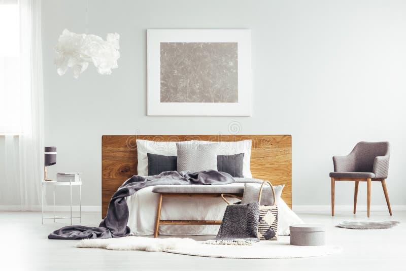 Popielaty nowożytny sypialni wnętrze royalty ilustracja