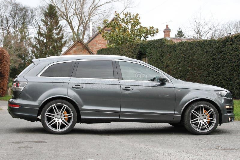 Popielaty SUV Audi Q7 zdjęcie royalty free
