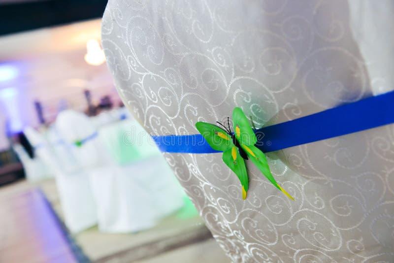 Popiera krzesło z motylią dekoracją zdjęcie stock
