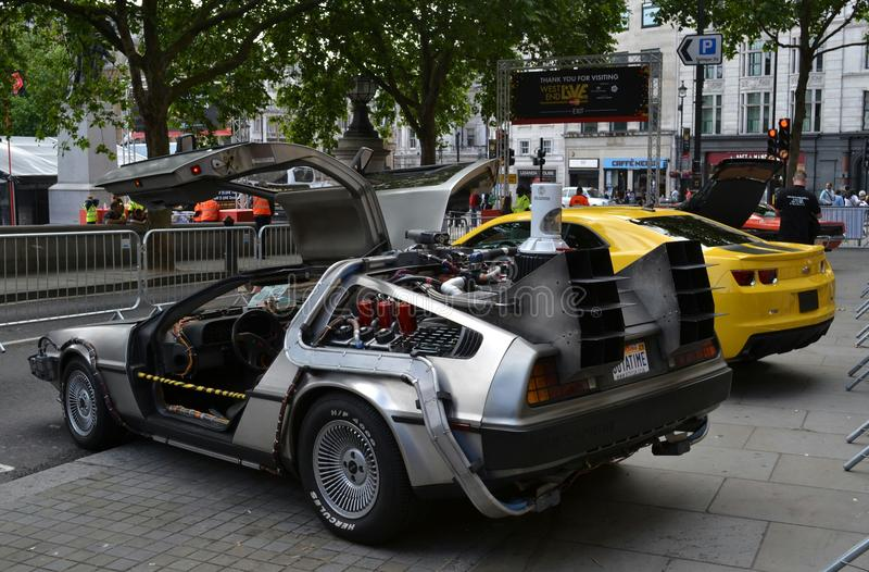 Popiera Przyszłościowy samochód obrazy royalty free