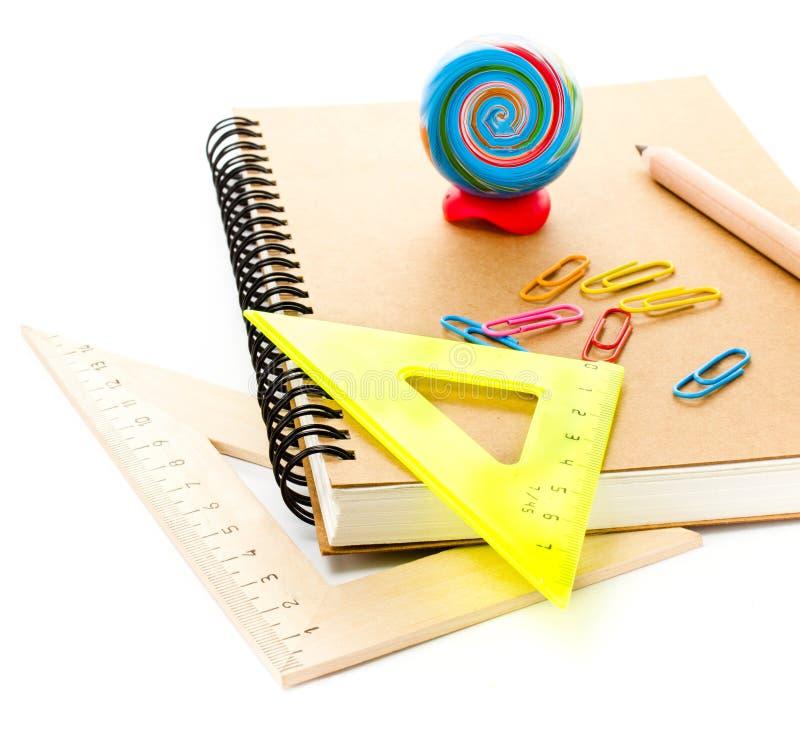 Popiera szkół dostawy z notatnikiem i ołówkami. Uczeń a fotografia royalty free