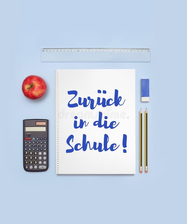 Popiera szkoła sztandar mówi Z powrotem szkoła w niemiec Zurà ¼ ck w kostkowym Schule zdjęcie stock