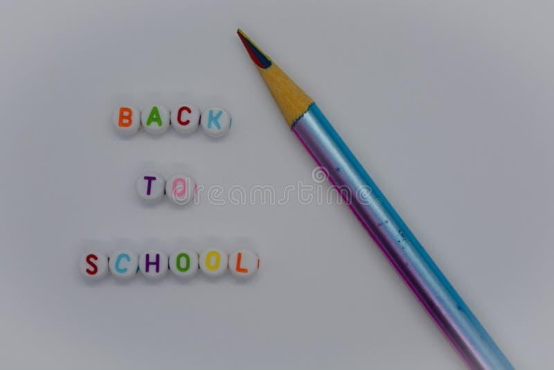 Popiera szkoły i koloru ołówki obrazy royalty free