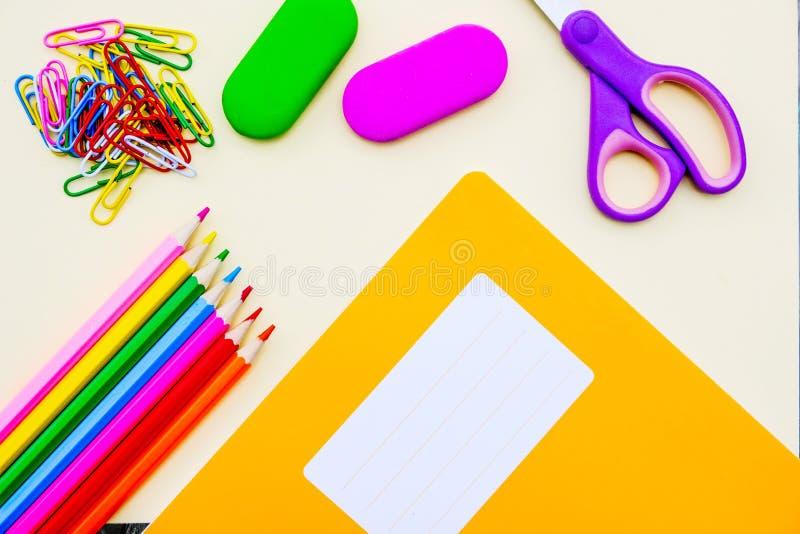 Popiera szkoły Workbook, ćwiczenie ołówki lub książka i obrazy stock