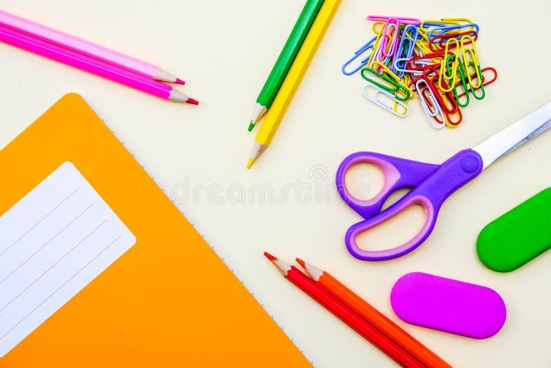 Popiera szkoły Workbook, ćwiczenie ołówki lub książka i zdjęcia royalty free