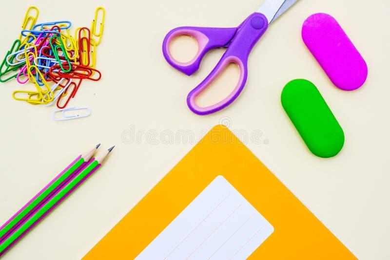 Popiera szkoły Workbook, ćwiczenie ołówki lub książka i fotografia stock