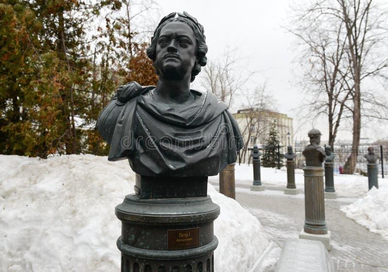 Popiersie cesarz Peter Ja na alei władcy Rosja w Moskwa fotografia stock