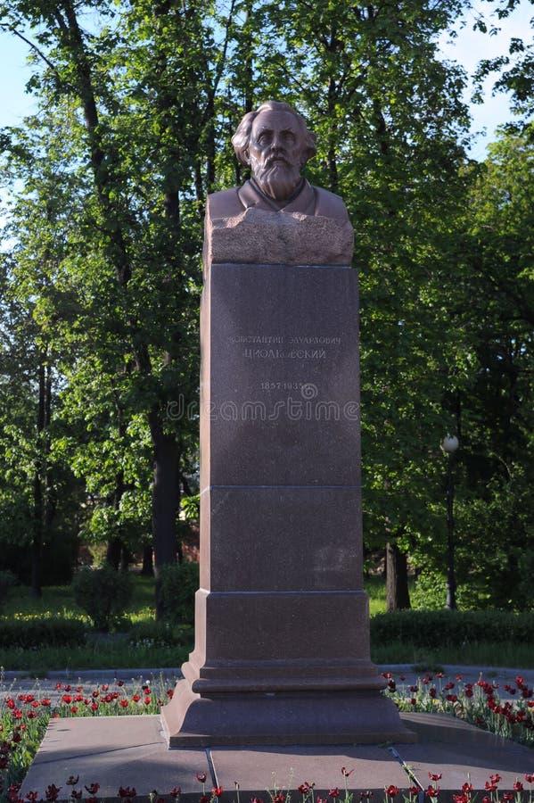 Popiersie Konstantin Eduardovich Tsiolkovsky sławny Rosyjski naukowa antenat nowożytne astronautyka w Moskwa fotografia stock
