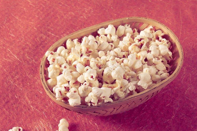 Download Popkorn W Wiadrze - Retro Styl Zdjęcie Stock - Obraz złożonej z filiżanka, film: 53789862