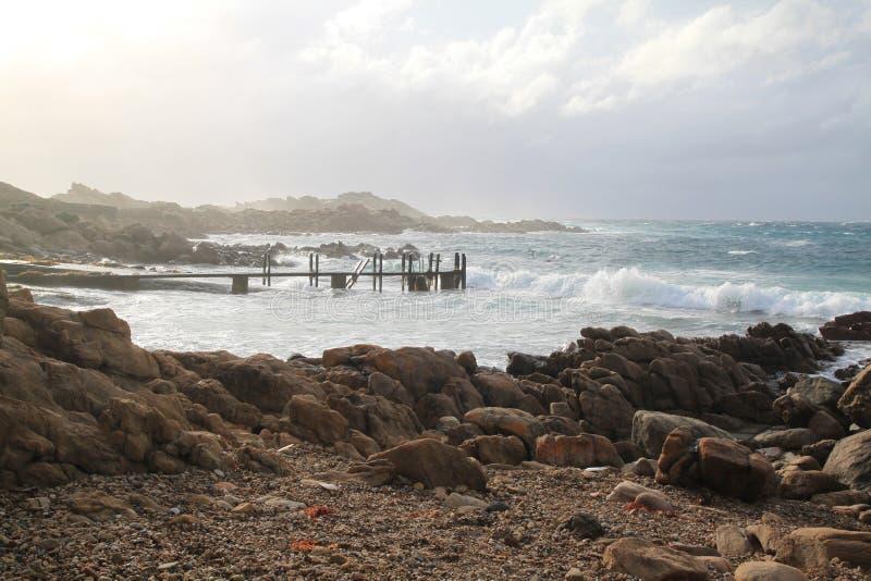 Popołudnia światło przy Kanałowymi skałami fotografia royalty free