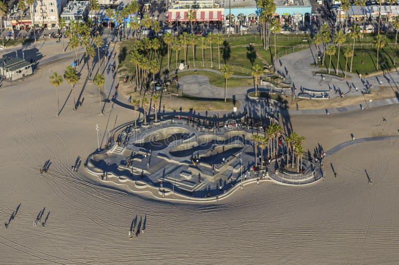 Popołudniowa antena Wenecja plaży łyżwy park w Los Angeles zdjęcia royalty free