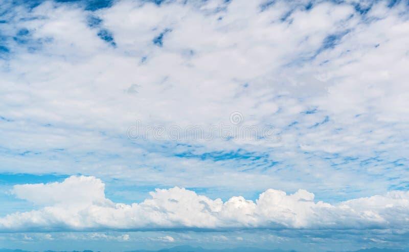 Popołudniowy denny niebo rząd obrazy stock
