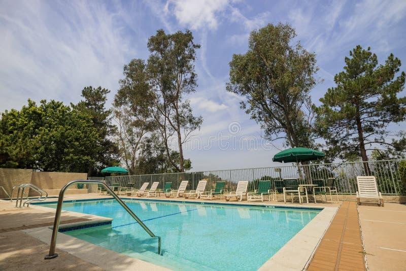 Popołudniowy widok pływacki basen obraz royalty free