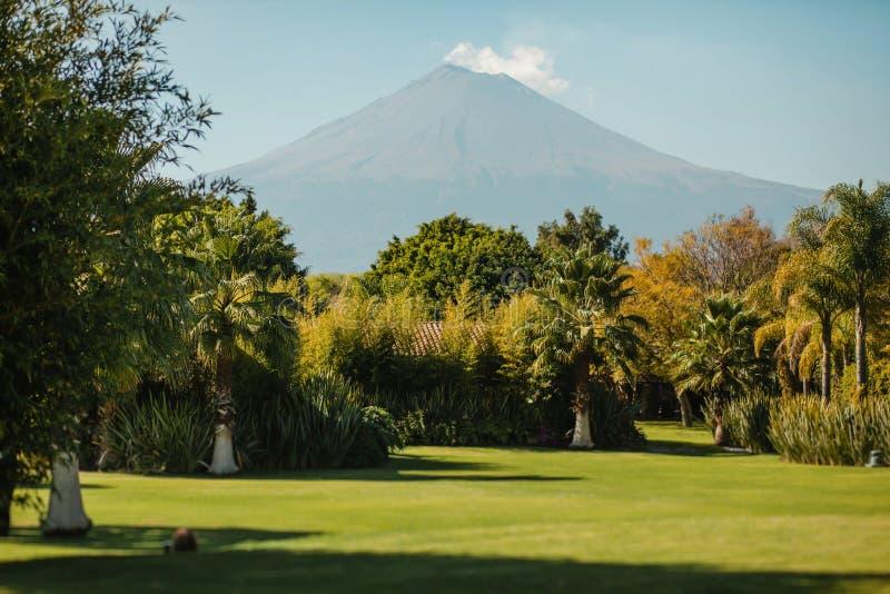 Popocatepetl del paisaje del volcán de Puebla México imagenes de archivo