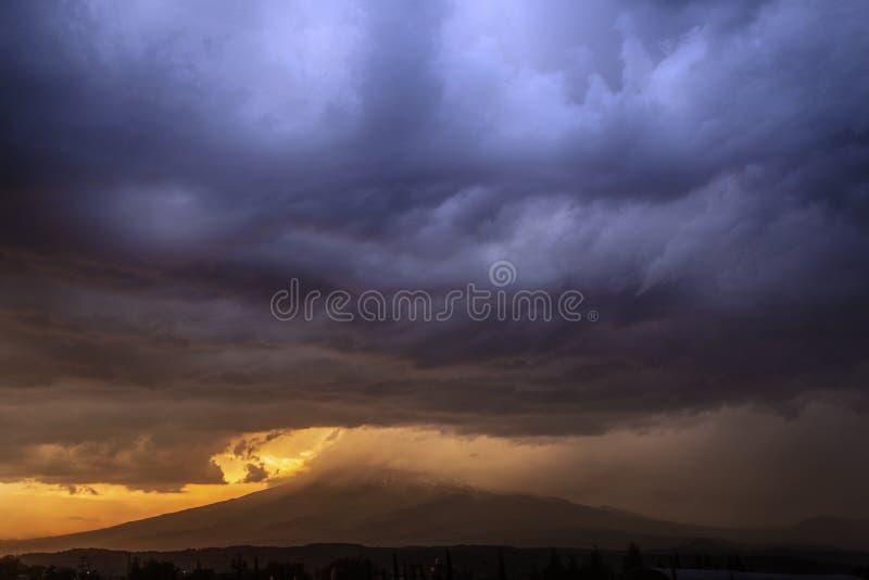 popocatepetl Sonnenuntergang, Sturm lizenzfreies stockfoto