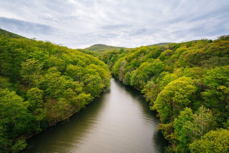 Popolopen小河看法,在熊山国家公园,纽约 免版税库存照片