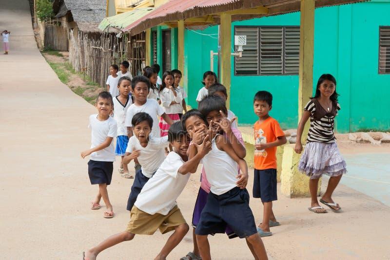 POPOTOTAN海岛, BUSUANGA,菲律宾- 1月20,2012 - Chil 免版税库存图片