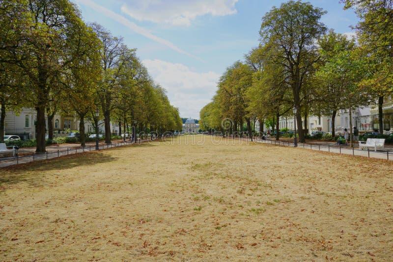 Poppelsdorf宫殿在Poppelsdorfer阿利的远端在波恩,德国 免版税库存图片
