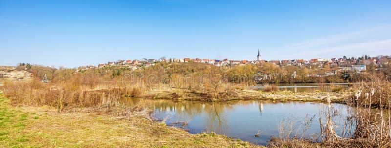 Poppenweiler全景-与教会的地平线村庄  库存图片