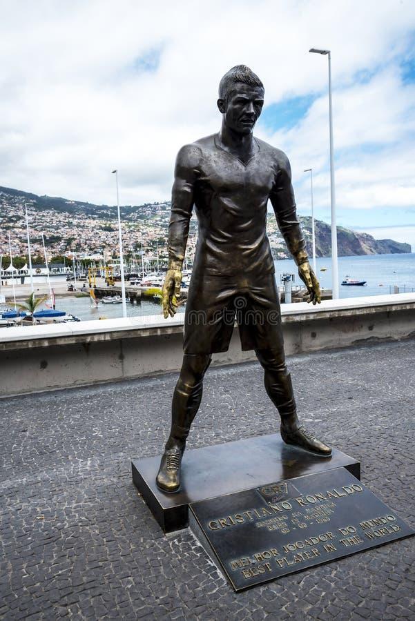 Populär staty av Cristiano Ronaldo, den internationella fotbollsspelaren, som var den bördiga madeiran fotografering för bildbyråer