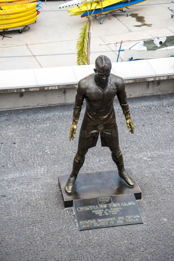 Populär staty av Cristiano Ronaldo, den internationella fotbollsspelaren, som var den bördiga madeiran royaltyfri bild