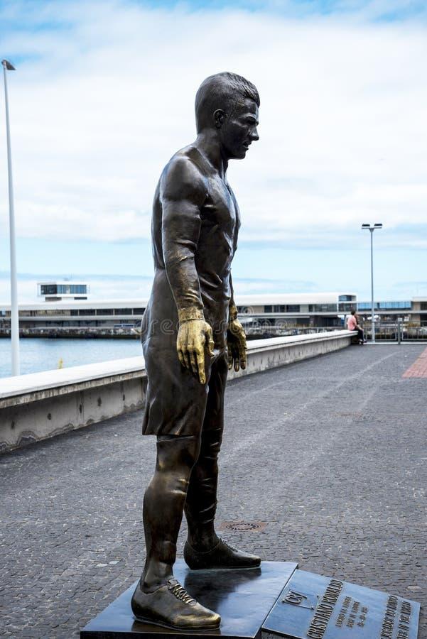Populär staty av Cristiano Ronaldo, den internationella fotbollsspelaren, som var den bördiga madeiran arkivbild