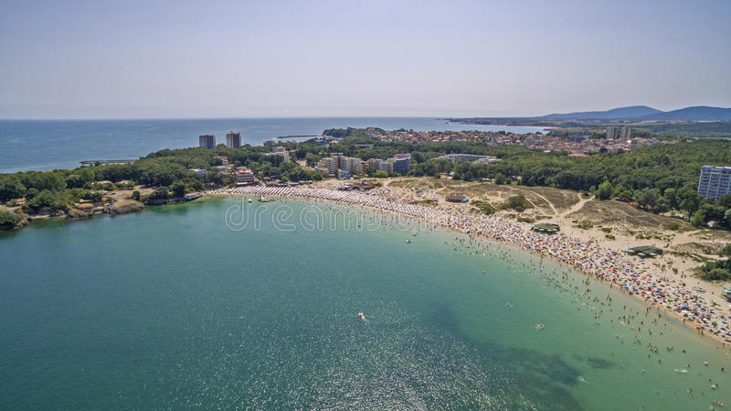 Populär strand på Blacket Sea från över royaltyfria foton