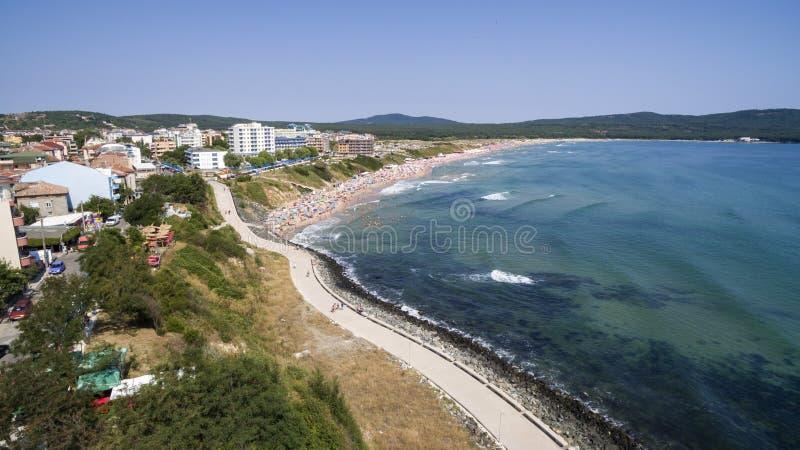 Populär strand på Blacket Sea från över fotografering för bildbyråer