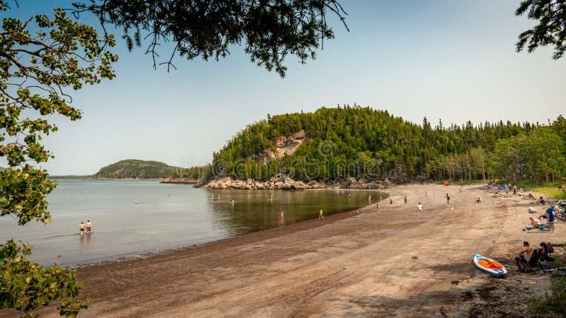 Populär strand på Parc Medborgare du Bic, Quebec royaltyfria foton