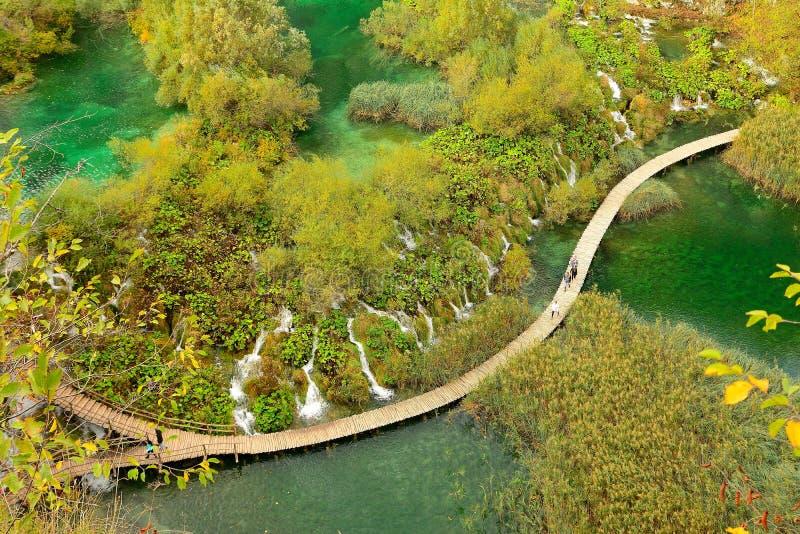Populäre Plitvice Seestelle über dem unteren Seeteil stockfotos