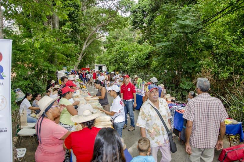 Populärer Markt in den Straßen von Isla Margarita stockbilder