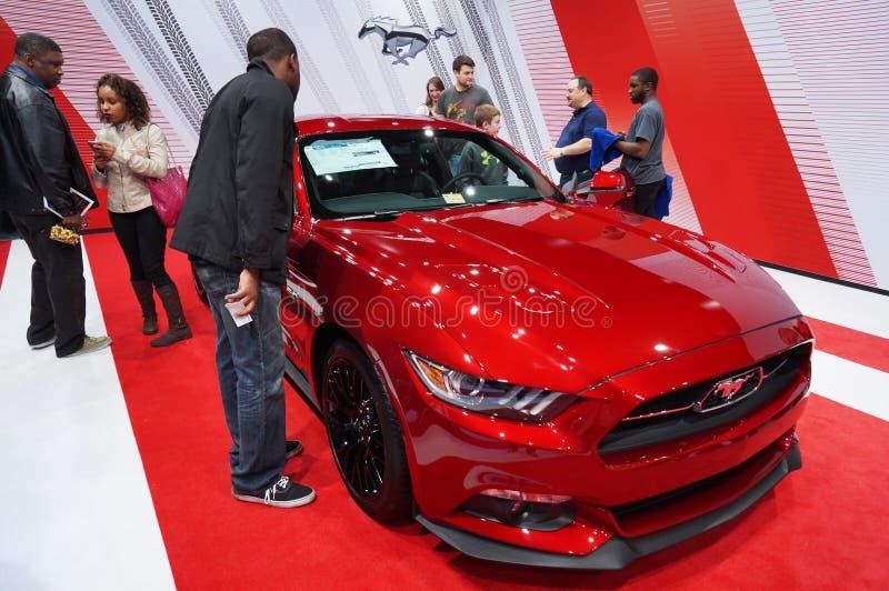 Populärer roter Ford Mustang stockfotos
