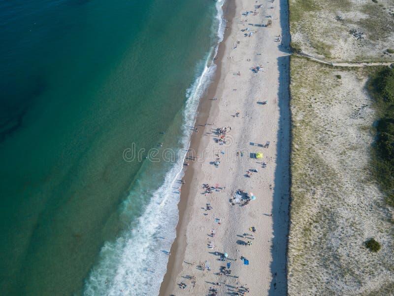 Populärer Strand und Ozean-Antenne lizenzfreies stockfoto