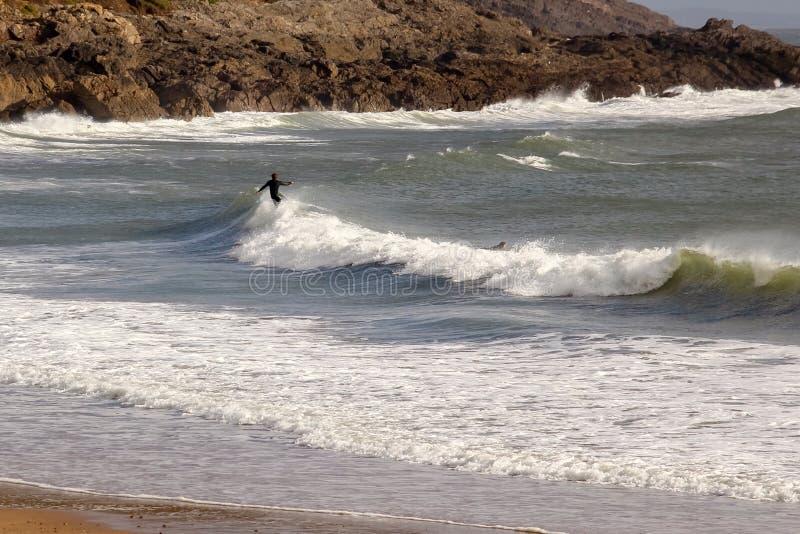 Populair het surfen strand in Gower, Swansea, Wales royalty-vrije stock fotografie