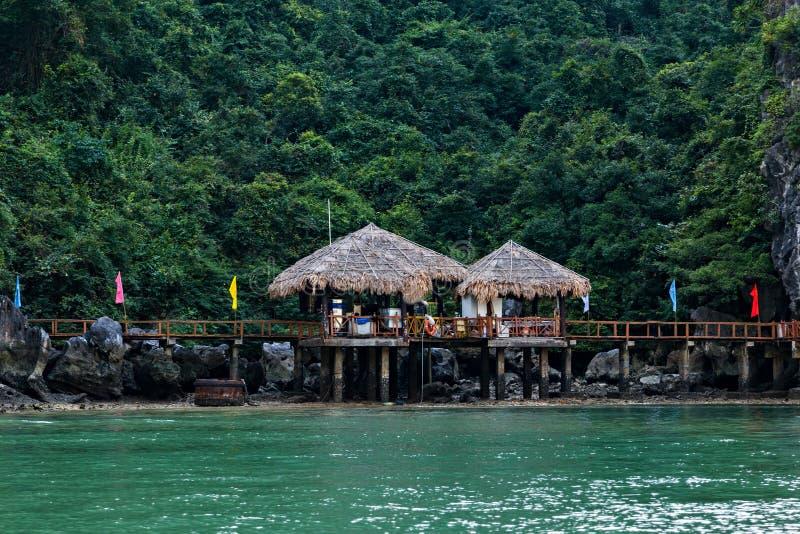 Populair overzees van de baaieilanden van oriëntatiepunthalong landschap Het van Zuid- rotseilanden Overzees Vietnam van China Pl stock afbeelding