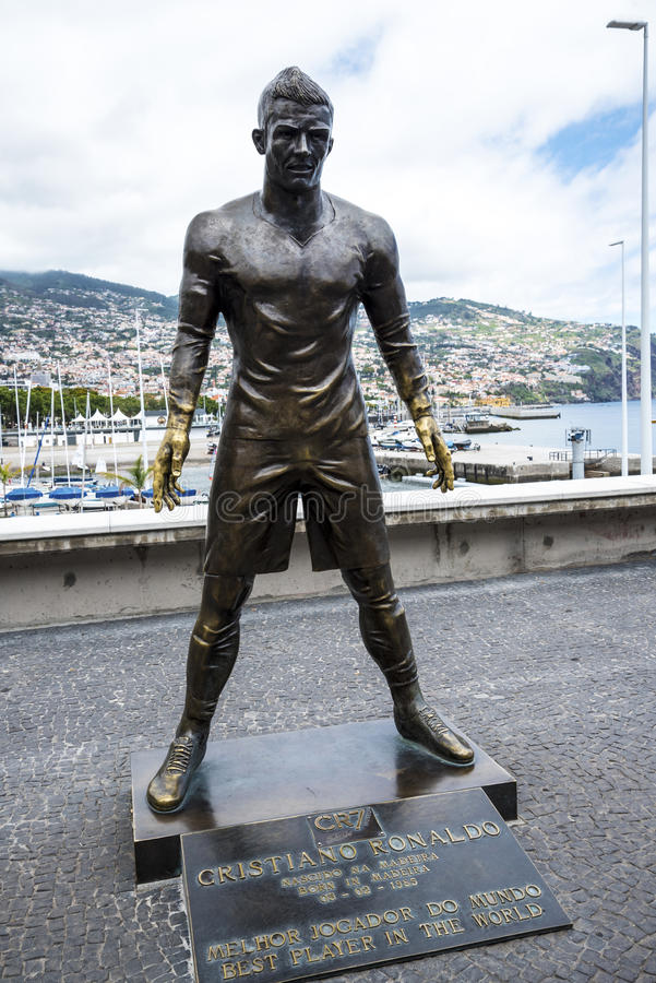 Populair Standbeeld van Cristiano Ronaldo, de Internationale Voetballer, die in Madera geboren was stock foto's