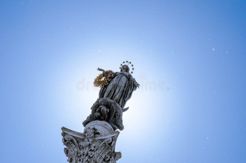 Populaire toeristenvlek, de Kolom van de Onbevlekte Ontvangenis binnen royalty-vrije stock foto's