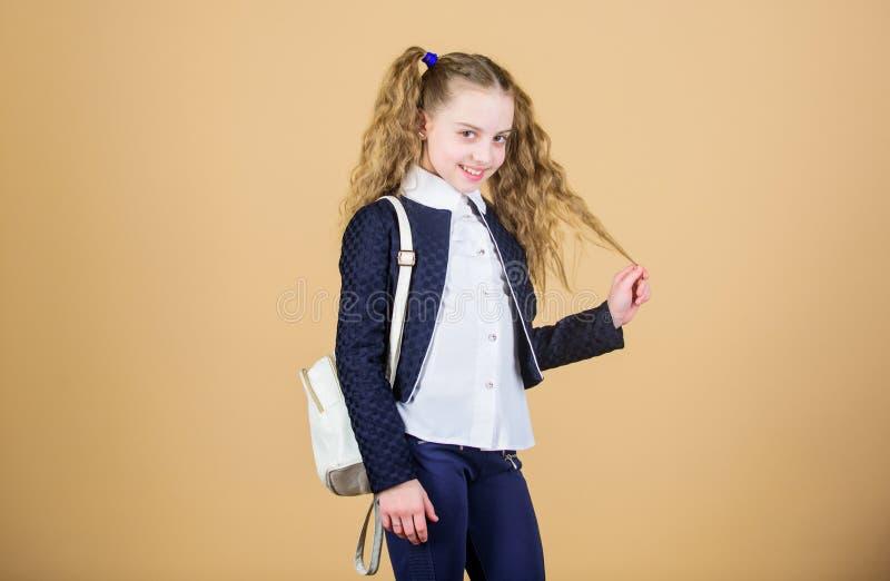 Popularny pożytecznie mody akcesorium Uczennica z małym rzemiennym plecakiem Niesie torbę wygodną Elegancki mini plecak obrazy stock