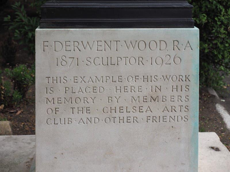 Porão da estátua de bronze de Atalanta pelo escultor Derwent Wood em L imagem de stock
