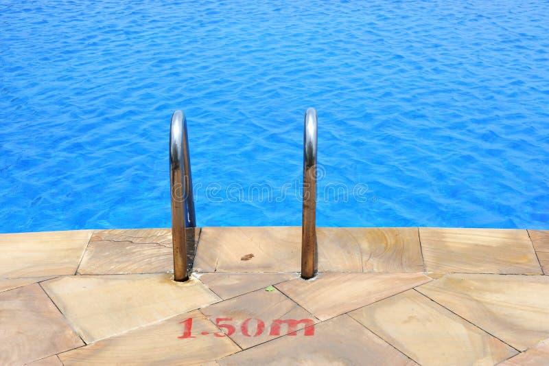 poręcza drabinowy basenu dopłynięcie zdjęcie stock